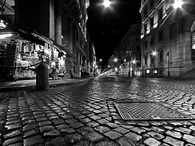I Sampietrini di Piazza Venezia e via Nazionale, i più piccoli testimoni di un'identità storica